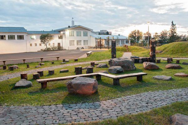 kopavogsskoli-leiksvaedi-bekkir-grjot-gongustigur-tre-vinarsteinn-hellulogn